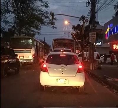 Queja por semáforos averiados