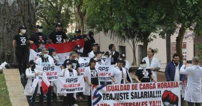 La Nación / Médicos ya no quieren promesas del Gobierno y exigen el cumplimiento del acuerdo