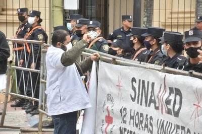 Médicos seguirán en huelga hasta el próximo lunes