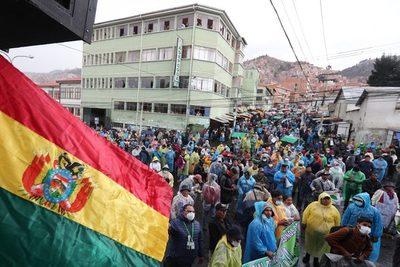 Cocaleros bolivianos eligen un comité para llamar a nuevas elecciones sindicales