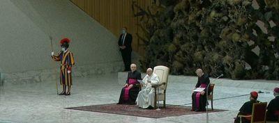 El papa Francisco lamentó los abusos sexuales contra 216.000 niños y exigió a los representantes de la Iglesia en Francia asumir su responsabilidad