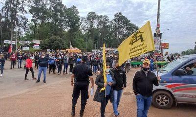 Docentes bloquean carretera en reclamo por mejoras salariales – Diario TNPRESS