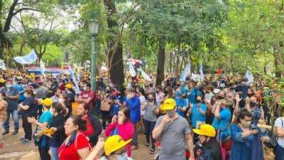 Sigue huelga de docentes y médicos, sin esperanza de solución