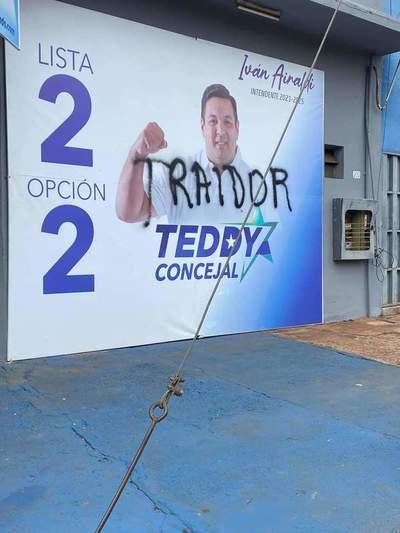 """Seguidores de Airaldi escrachan a concejales, y estos acusan al mismo de recibir """"dinero sucio"""""""