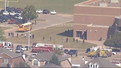 Pelea entre estudiantes provoca un tiroteo en una escuela de Texas dejando 4 personas heridas
