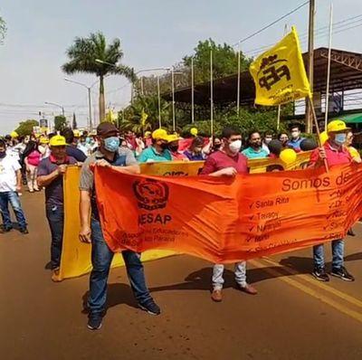 Docentes vuelven a cerrar rutas en Alto Paraná
