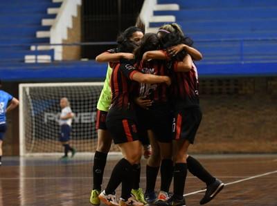 Sport Guaraní y Sport Colonial irán por el título
