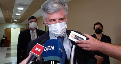 La Nación / Giuzzio pide reformar las FFAA y apoya a policía que trasladó a presos en colectivo
