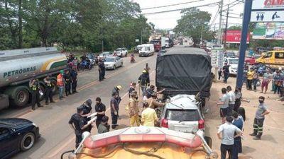 Policía muere tras chocar contra camión militar en Coronel Oviedo