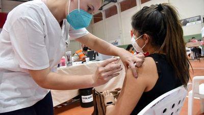 Salud prevé habilitar la vacunación de todos los adolescentes en 2021
