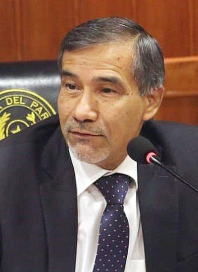 Ministro exige sumario a funcionarios pillados con empresa offshore en Panamá