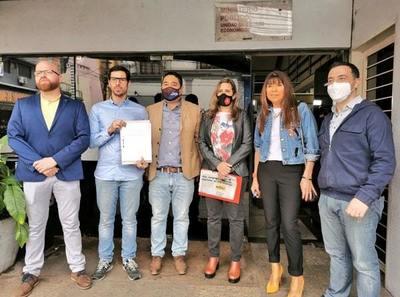 """Denuncian a Nenecho ante la Fiscalía por """"grosera sobrefacturación"""""""