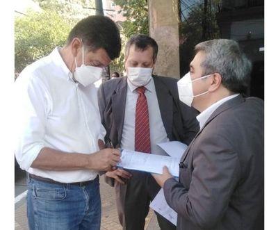 Papeles de Pandora: Efraín Alegre denuncia ante la Fiscalía a Cartes