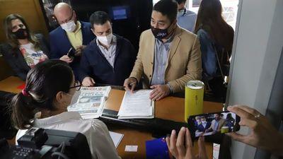 Opositores presentan denuncia por presunta corrupción de Nenecho