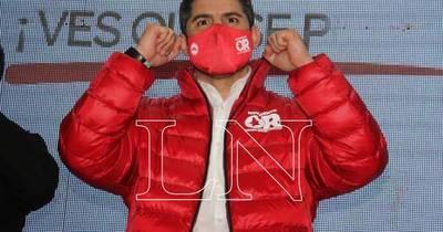 La Nación / Dirigentes colorados con una caravana demuestran su apoyo a Nenecho
