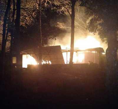 Una vivienda fue CONSUMIDA por el FUEGO en Santa Rita