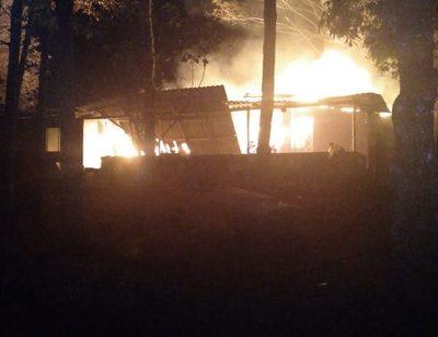 Vivienda se incendia en Santa Rita