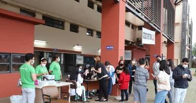 La Nación / Más de 250 adolescentes recibieron su segunda dosis anti-COVID en Clínicas