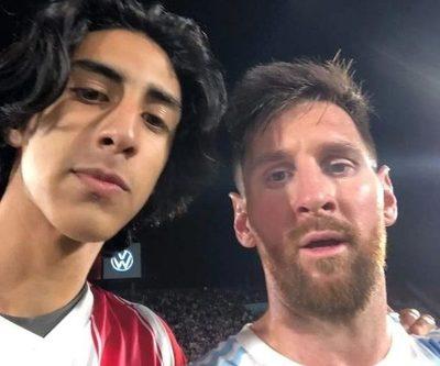 """El sueño del pibe. La """"selfie"""" del hincha albirrojo con Messi"""