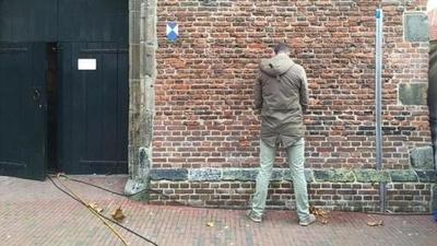 """Arriero salió a hacer """"pipí"""" por la pared y se electrocutó"""
