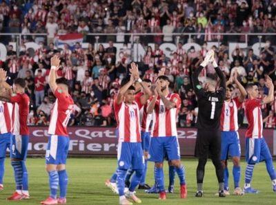 Paraguay empata a Argentina y sigue soñando con el Mundial