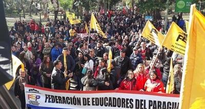 Gremios docentes rechazan propuesta de Gobierno y siguen en paro