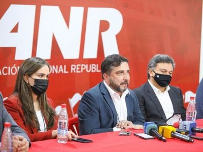 """""""La oposición está acostumbrada, cuando habla a mentir y cuando calla a encubrir delitos"""" dice apoderado general de la ANR"""