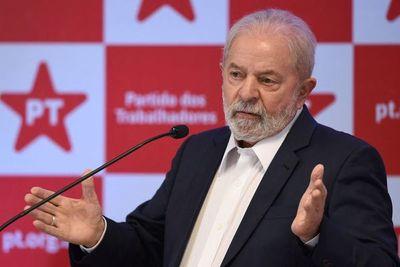 """Brasil: Lula llama a Bolsonaro """"nefasto"""" y dice que definirá su candidatura en 2022"""