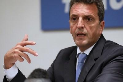 El oficialismo en Argentina impulsa una ley para convertir los planes sociales en empleo