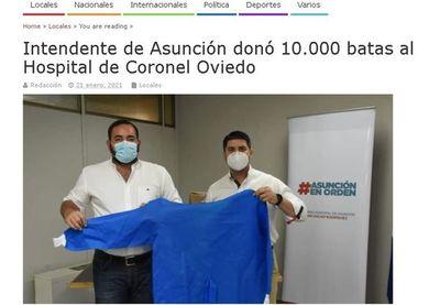 Nenecho regaló a sus correligionarios las batas donadas por Salud