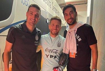 Marcelo Estigarribia visitó a sus amigos de la selección argentina
