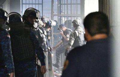 Once imputados por motín y homicidios en cárcel de Tacumbú