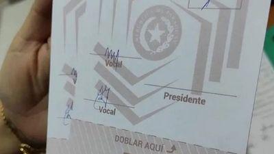 Indagarán hallazgo de boletas de votación prefirmadas en Villarrica