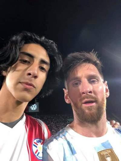 """Hincha que ingresó al Defensores: """"Voy a encuadrar la foto con Messi"""""""