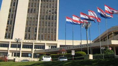Funcionaria municipal relata los males que afectan a la Municipalidad de Asunción