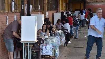 Los opositores piden voto crítico y colorados no elegir a improvisados