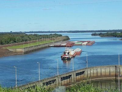 Leve ascenso de caudal del río Paraná mejora generación de energía y permite condiciones para la navegación por Yacyretá