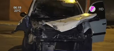 Colisión de vehículos deja a una pasajera herida
