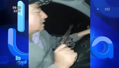 Apoderado liberal se graba realizando amenaza con arma de fuego