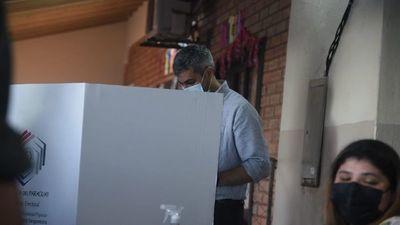 Mario Abdo es el primero en votar en estas Elecciones Municipales