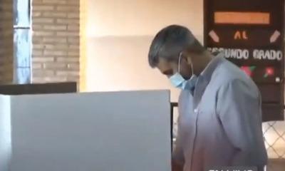 Titular del Ejecutivo es el primero en depositar su voto en las Elecciones Municipales