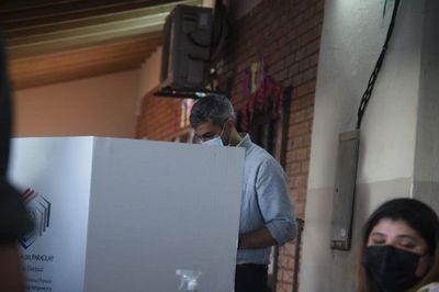 Mario Abdo votó antes que todos