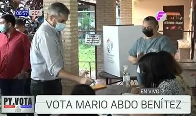 Abdo Benítez es el primero en votar