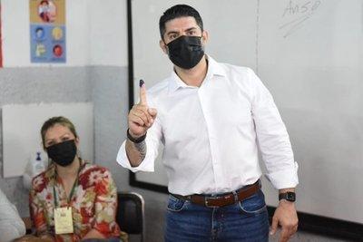 """Nenecho votó y respondió a acusaciones: """"Que los órganos competentes dictaminen"""""""