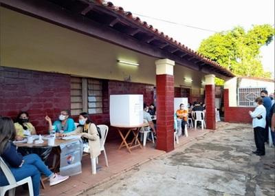 Primeros cortes de bocas de urna retratan importante diferencia en Asunción