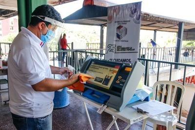Jornada electoral sigue sin mayores inconvenientes, según comisario