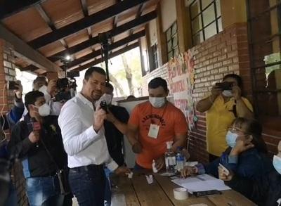 Ulises Quintana depositó su voto y estimó una participación del 45 % del electorado, en CDE