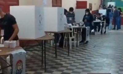 """Paraguarí: Mujer indignada reclama que solo le pagaron G. 100.000 por su voto, cuando """"le prometieron más"""""""