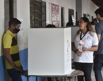 """Elecciones municipales: Nakayama llama a votar mientras Nenecho está """"desaparecido"""""""