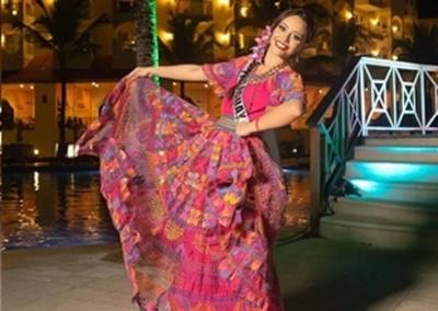 Liz Valdovinos enorgulleció a Paraguay con su traje típico